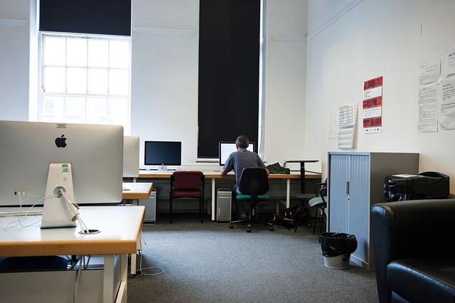 computer-room-415141_640