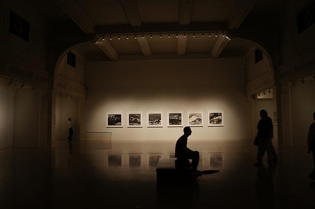 exhibitions-751576_640
